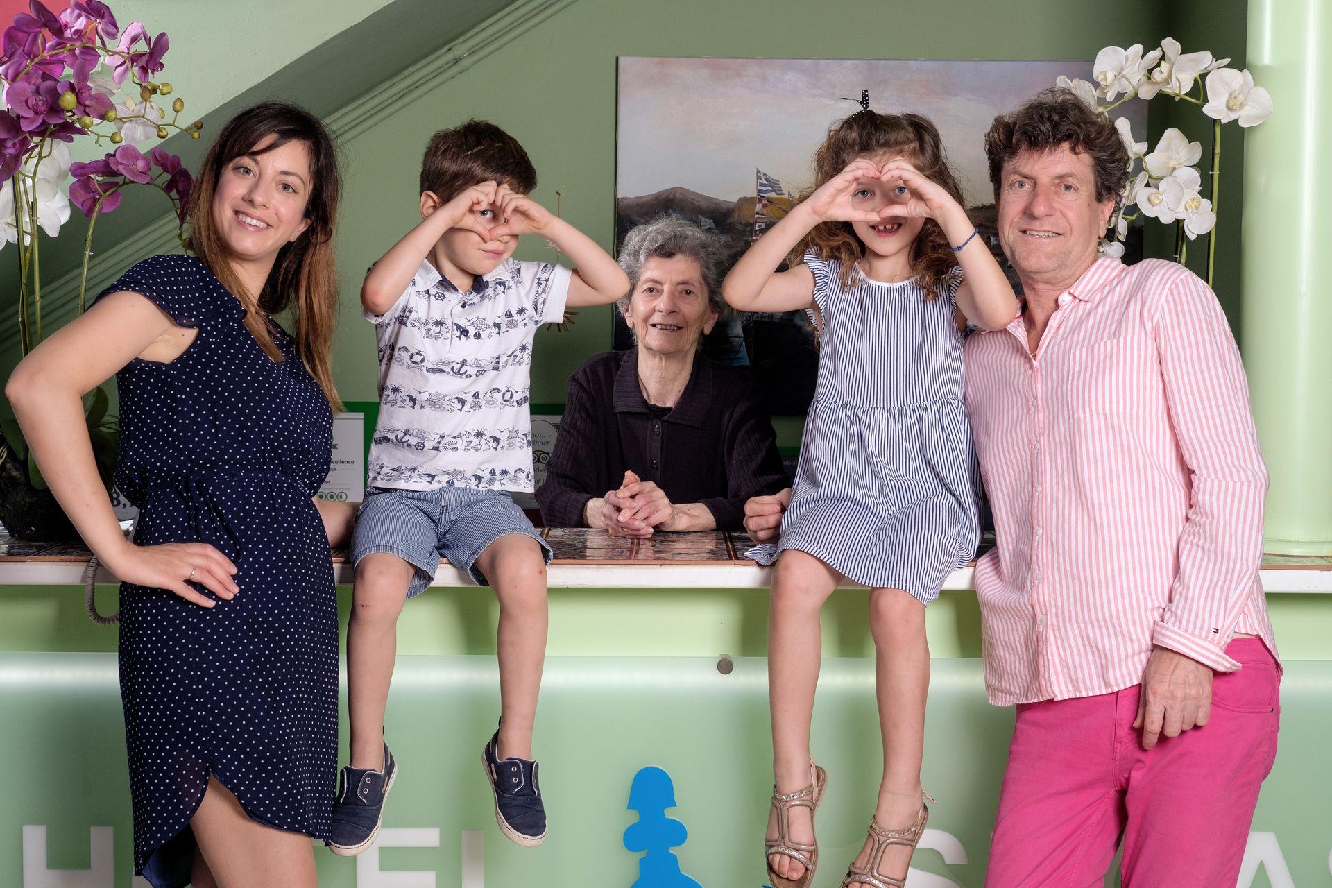 _family maria aris katina elenitsa aristidis 0600_2020_06_hotel segas_resized